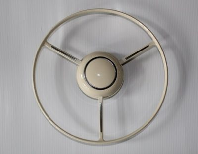 A full circle horn ring and button, correct for use with the Petri Pealit